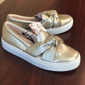 NWT: Zara sz 8 shiny grey bow platform sneakers